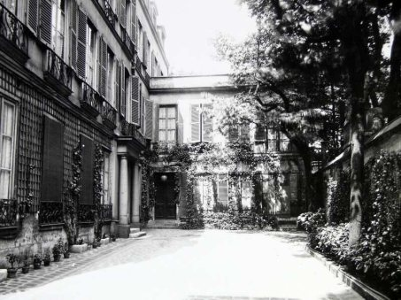 Atget_-_Pavillon_at_20_Rue_Jacob
